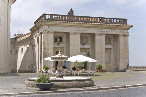Private villa Rome, Ariccia, Central Plaza