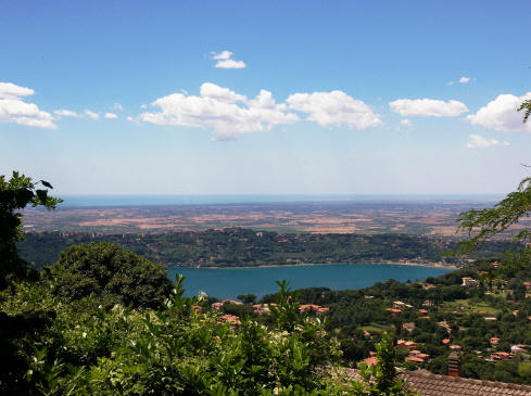 The lake of Albano, the Roman countryside and beach