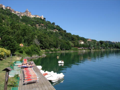 Sunbathing at the lake of Albano