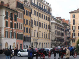 Self catering accommodation, via del Babuino from Spanish Steps