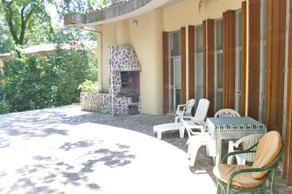 Villa for rent, veranda with sun curtain